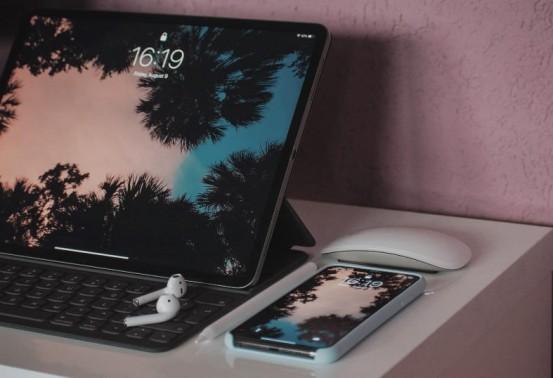 Voici combien de temps le virusCOVID-19 peut vivre sur votre Mac, iPhone, clavier ou colis Amazon